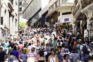 crescimento do varejo - pessoas na rua